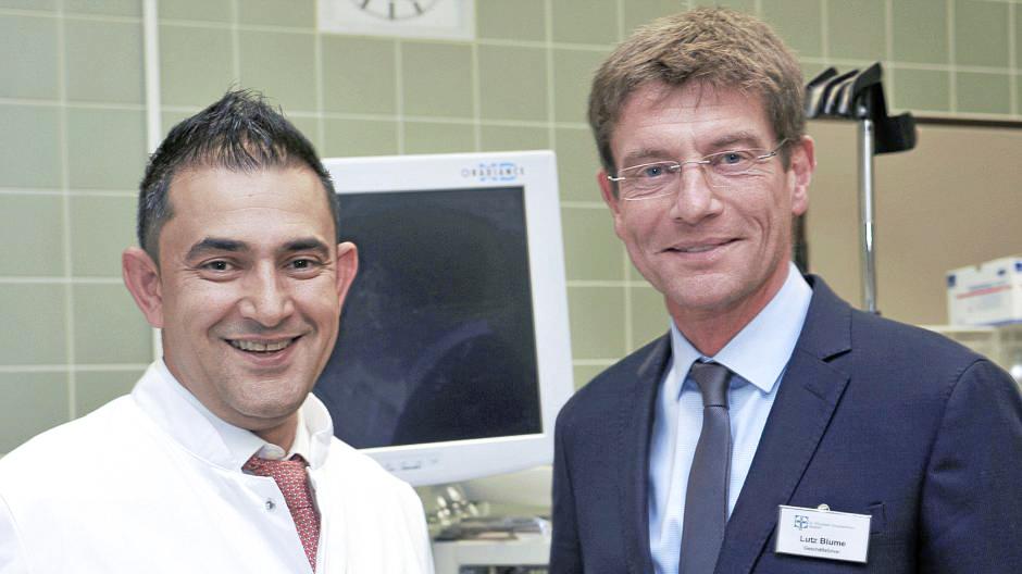Neuer Oberarzt Sharif Daudi und Lutz Blume - St. Elisabeth Krankenhaus
